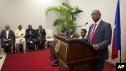 Francois Benoit ofreció una conferencia de prensa para anunciar la posible repetición de las elecciones presidenciales.