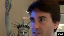在香港工作的美国人格兰.波凯支持奥巴马连任(美国之音 谭嘉琪拍摄)