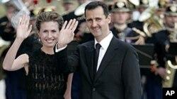 Tổng thống Syria Bashar Assad và vợ, bà Asma Assad đến dự dạ tiệc, sau một cuộc họp thượng đỉnh, tại Petit Palais (cung điện nhỏ), tháng 7 năm 2008 (ảnh lưu trữ)