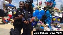 La Policía de Dallas, Texas, sigue llorando la muerte de sus agentes.