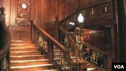 Replika tangga kapal Titanic turut dipamerkan di Hotel Luxor, Las Vegas (17/06)