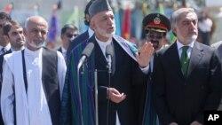 Prezidentlikka nomzod Ashraf G'ani, Abdulla Abdulla, amaldagi rahbar Hamid Karzay.