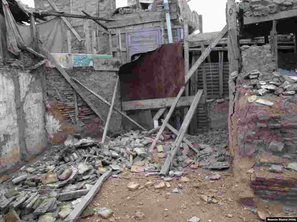 اب تک کے اعدادوشمار کے مطابق ساڑھے دس ہزار سے زائد مکانات کو زلزے میں جزوی یا مکمل طور پر نقصان پہنچا۔