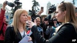 La activista de la oposición María Baronova durante la protesta en el centro de Moscú, Rusia, el sábado 29 de abril de 2017.