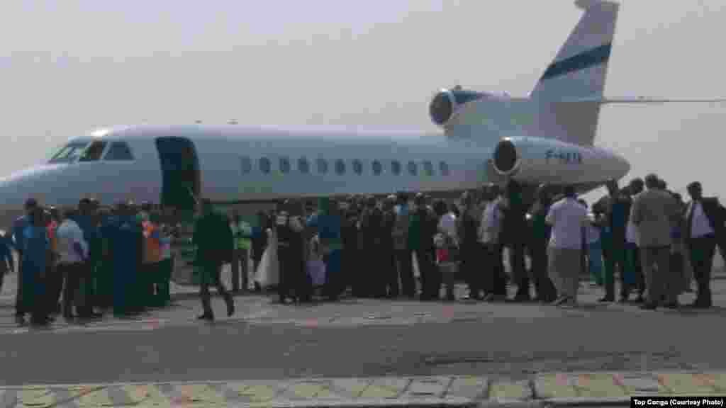 Le jet transportant l'opposant congolais Etienne Tshisekedi a atterri à l'aéroport international de N'Djil, à Kinshasa, le 27 juillet 2016 (Top Congo)