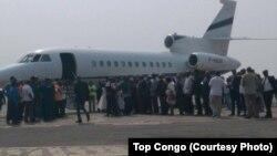 Le jet transportant l'opposant historique congolais et leader de l'Union pour la démocratie et le progrès social (UDPS) Etienne Tshisekedi a atterri à l'aéroport international de N'Djili à son retour d'une longue convalescence l'étranger, à Kinshasa, RDC