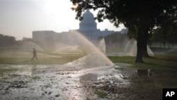 물 분사기를 가동해 온도를 낮추고 있는 워싱턴 디씨