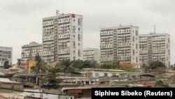 Foto de uma área de Luanda, capital de Angola, em 2012.