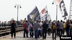 Para pendukung Ikhwanul Muslimin (IM) melakukan aksi protes di Kairo (foto: dok). Polisi Mesir hari Selasa menangkap sejumlah anggota IM.