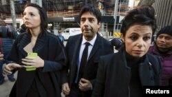 ژیان قمیشی در کنار وکیلش ماری هنین(سمت راست)