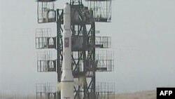 Severna Koreja je u aprilu 2009. lansirala raketu Musudan-ri, da kruži oko Zemlje, za koju se veruje da je doživela tehnički neuspeh, iako je Pjongjang misiju proglasio uspešnom.