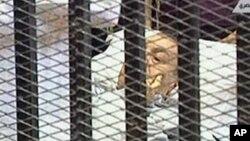 Una visita de su esposa Suzanne y sus hijos Alaa y Gamal, también pudo causar el deterioro de la salud de Hosni Mubarak.