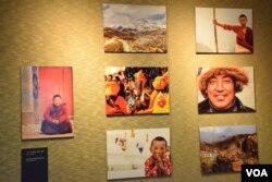 第三屆香港西藏電影文化節展出的照片。(美國之音湯惠芸)