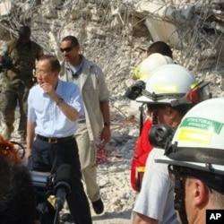 United Nations Secretary-General Ban Ki-Moon inspects the damage at the U.N. Headquarters in Port-au-Prince, 17 Jan 2010