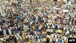 Humus'ta Cuma günü düzenlenen hükümet karşıtı gösteri