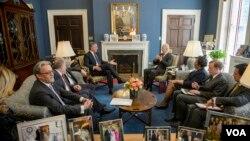 Crnogorski premijer Milo Đukanović i potpredsednik SAD Džozef Bajden tokom susreta u Beloj kući
