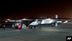 9일 아랍에미리트연합 수도 아부다비에서 스위스 항공기 '솔라 임펄스 2호'가 이륙을 준비하고 있다.