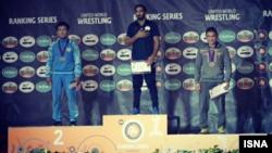 گرمکن نپوشیدن محمدباقر یخکشی در مراسم اهدای مدال جام ساساری در ایتالیا