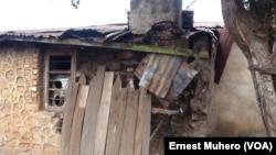 Au moins deux personnes sont mortes, plusieurs maisons se sont écroulées et d'autres, fissurées dans le nord de Bukuvu (RDC), après un séisme qui a touché la région Est de l'Afrique, 7 août 2015.