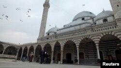 Мечеть Халид Ибн Аль-Валид в Хомсе. Сирия. 22 ноября 2012 г.