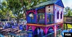 Taman bermain untuk anak berkebutuhan khusus di California. (Foto: VOA screengrab)
