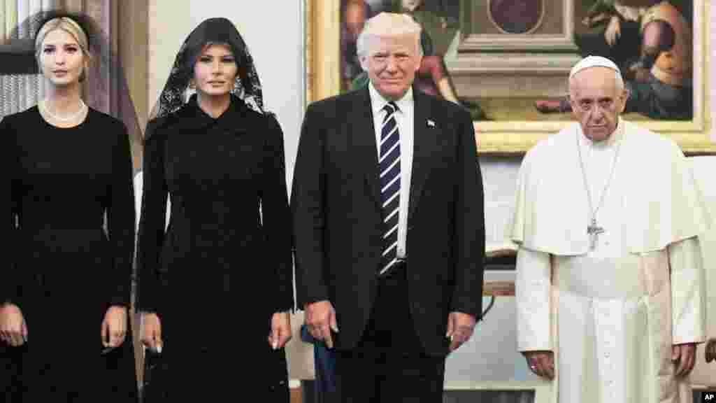 Президент США и Папа Римский(Фото: AP/Evan Vucci)