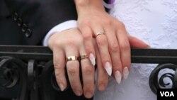 به گفته یک محقق، به نظر می رسد که زوج های تازه ازدواج کرده تقریبا هر سه یا چهار روز یک بار سکس دارند.