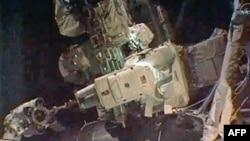 Astronautët realizojnë ecjen e fundit në hapësirë të programit 30 vjeçar të Nasës