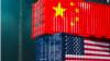 以集装箱形状呈现的中国和美国国旗(路透社制图)