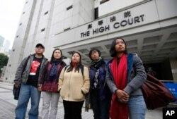 Eni Lestari (berdiri paling kanan) bersama rekan-rekan aktivis lain saat memperjuangkan hak pekerja migran untuk mendapatkan izin tinggal tetap di Hong Kong, tahun 2012 lalu.