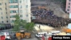 지난 13일 북한 평양의 평천구역에서 23층짜리 고층 아파트가 붕괴돼 대형 인명피해가 난 것으로 알려졌다.