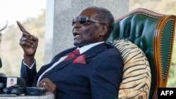 """L'ancien président du Zimbabwe, Robert Mugabe, lors d'une conférence de presse dans sa résidence """"Blue Roof"""", à Harare, le 29 juillet 2018."""