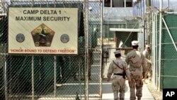 Tư liệu- Lính Mỹ canh gác tại Trại Delta, một nhà tù do quân đội quản lí, tại vinh Guantanamo , Cuba, ngày 27 tháng 06 năm 2006.