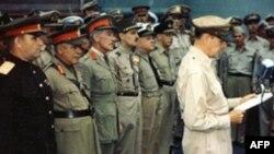 Генерал Д. Макартур зачитывает условия капитуляции Японии