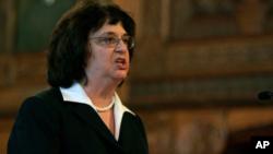 Barbara Underwood, procuradora general del estado, se convirtió en fiscal general interina cuando la renuncia de Schneiderman se hizo oficial el 8 de mayo.
