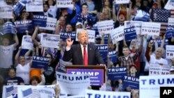 25일 미국 펜실베니아 주 윌크스배리 시에서 공화당의 도널드 트럼프 경선 후보가 선거 유세를 하고 있다.