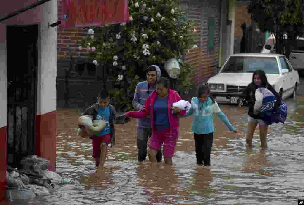 میکسیکو میں حکام نے مختلف علاقوں میں ہنگامی حالت نافذ کر دی ہے۔