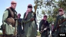 Para anggota kelompok militan Somalia, Al-Shabab, di Mogadishu.