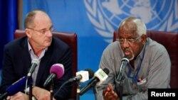 David Shearer, ibubamfu, arongoye umurwi wa ONU muri Sudani y'epfo arikumwe na Eugene Nindorera ayoboye igisata ca ONU c'agateka ka muntu, mu kiganiro n'abamenyeshamakuru i Juba, Sudani y'epfo, itariki 22/02/2018.