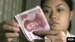 Pemerintah Tiongkok menempuh berbagai langkah untuk mengurangi ketergantungannya pada mata uang dolar Amerika dengan mendorong peran yuan.