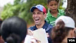 Líderes de oposición celebraron junto al triunfador de las elecciones primarias, Henrique Capriles.