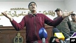 埃及军医艾哈迈德·阿德尔对一名女关押人强行进行处女检查。3月11他被法庭判无罪后向媒体讲话。