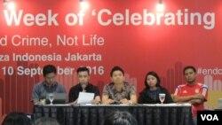 Koalisi Masyarakat Sipil untuk Penghapusan Hukuman Mati di ASEAN (CADPA) dalam konferensi pers di Plaza Indonesia (9/9). (VOA/Fathiyah Wardah)