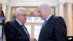 Isroil bosh vaziri Benyamin Netanyaxu (o'ngda) va Falastin prezidenti Mahmud Abbos Vashingtonda, 2-sentabr, 2010-yil