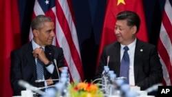 Tổng thống Barack Obama (trái) gặp Chủ tịch Trung Quốc Tập Cận Bình tại Hội nghị biến đổi khí hậu của Liên Hợp Quốc, ở Le Bourget, ngoại ô Paris, ngày 30/11/2015.