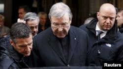 Kardinal Australia George Pell (tengah), mantan pejabat tinggi Vatikan yang dinyatakan bersalah dalam kasus pelecehan seksual terhadap anak-anak (foto: ilustrasi).