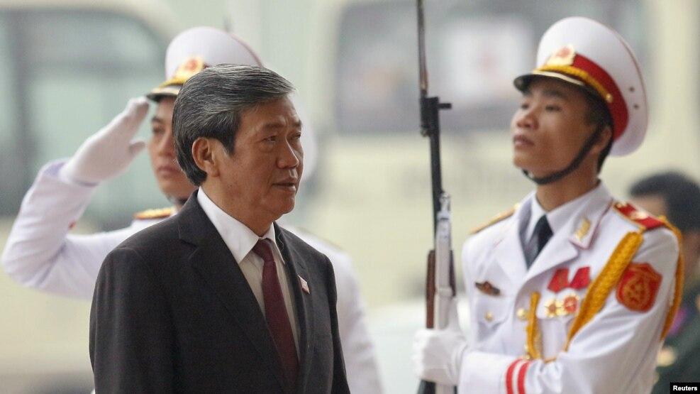 Ông Đinh Thế Huynh đến dự lễ khai mạc Đại hội đại biểu toàn quốc lần thứ XII của Đảng Cộng sản Việt Nam, tại Hà Nội, 21/1/2016.