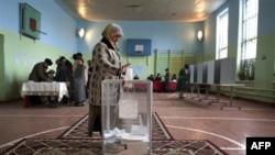 Алмазбек Атамбаев побеждает на выборах президента Кыргызстана