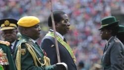 FILE: UMongameli Emmerson Mnangagwa unanza uzibuse evikelwe libutho leZimbabwe.
