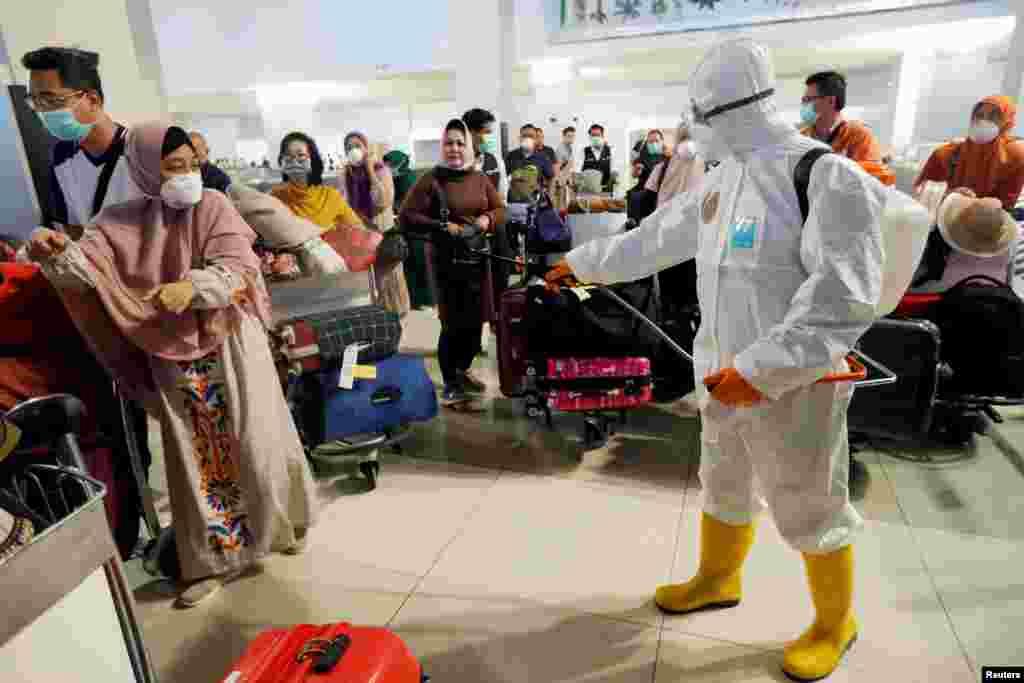 İndoneziya - CakartanınSoekarno-Hatta aeroportunda dezinfeksiya işləri